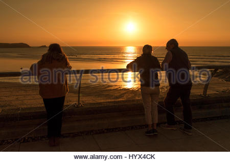 Fistral beach, Newquay, Cornwall, UK. 7th April 2017. UK Weather, A beautiful end to a glorious day in Cornwall, - Stock Photo