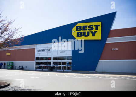 The Best Buy Electronics Store In Union Square In New York