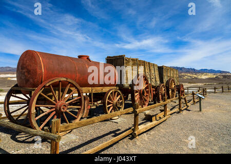 Display of a 20 mule team mining cart harmony borax works death stock photo 23711427 alamy for 20 mule team borax swimming pools
