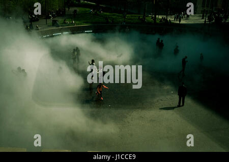 Fujiko Nakaya immersive fog sculpture at Tate Modern, London - Stock Photo