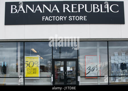 2 Reviews of Banana Republic Outlet