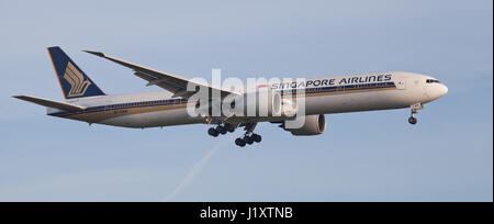 Singapore Airlines Boeing 777 9V-SWM coming into land at London Heathrow Airport LHR - Stock Photo