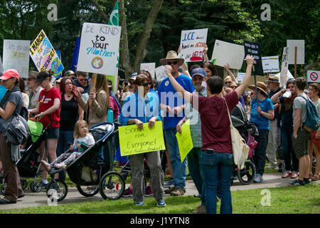 Sacramento, California, USA. 22nd Apr, 2017. People in Sacramento carrying signs and chanting slogans during the - Stock Photo