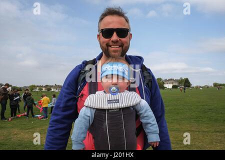 Blackheath London, UK. 23rd April 2017. Virgin London Marathon 2017. Credit: claire doherty/Alamy Live News - Stock Photo