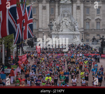 London, UK. 23rd April, 2017.runners come down the Mall at the Virgin Money Marathon Credit: Ian Davidson/Alamy - Stock Photo