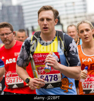 St Jame's Park, London,UK. 23rd April, 2017. Thousands take part in the 37th London Marathon - Stock Photo