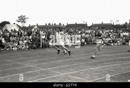 1950s, historical, sprinters crossing the fiinishing tape in the ten yard dash race at the Buckinghamshire Amateur - Stock Photo