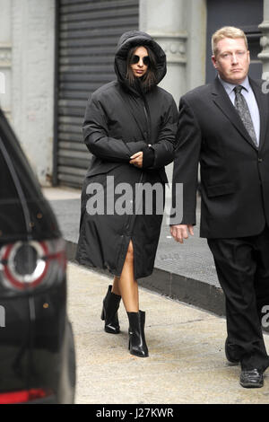 New York City. 24th Apr, 2017. Model Emily Ratajkowski is seen at a photoshoot in SoHo on April 24, 2017 in New - Stock Photo