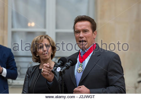 Paris, France. 28th Apr, 2017. US actor and former governor of California Arnold Schwarzenegger gives a speech after - Stock Photo