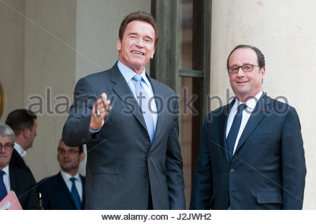 Paris, France. 28th Apr, 2017. French President Francois Hollande (R) poses with US actor and former governor of - Stock Photo
