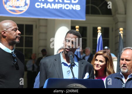 New York City, USA. 28th Apr, 2017. Surrounded by former teammates Doc Gooden addresses media & fans. NYC Mayor - Stock Photo
