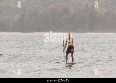Stand up paddle boarding in Hanalei Bay, Kauai - Stock Photo