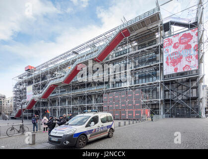 center pompidou beaubourg museum contemporary art museum night stock photo 61340076 alamy. Black Bedroom Furniture Sets. Home Design Ideas
