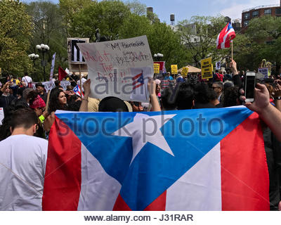 New York, USA. 1st May, 2017. Immigrant and union groups marching in Union Square to mark May Day and protest against - Stock Photo