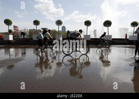 Moscow, Russia. 1st May, 2017. People riding bicycles in Moscow's Gorky Park. Credit: Artyom Geodakyan/TASS/Alamy - Stock Photo