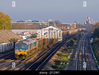 A Foster Yeoman owned class 59 locomotive working a train of stone empties at West Drayton. 21st November 2005. - Stock Photo