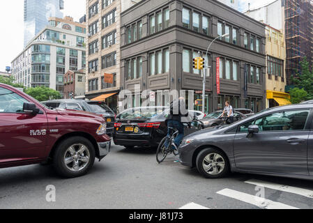 New York, USA. 26th May, 2017. New York, NY - Six blocks from the Holland Tunnel New York drivers are backed-up, - Stock Photo