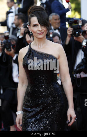 Cannes, Frankreich. 28th May, 2017. Juliette Binoche attending the closing-night of the 70th Cannes Film Festival - Stock Photo
