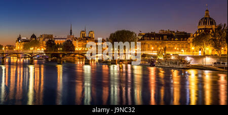 Dawn on Ile de la Cite and the Seine River with view on the French Institute and Pont des Arts. 4th and 6th Arrondissements. - Stock Photo
