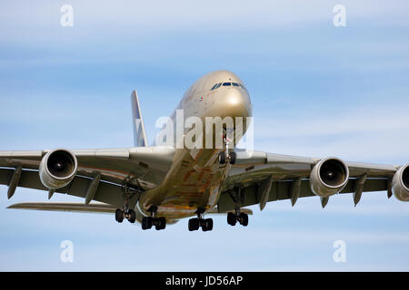 A6-APF Etihad Airways Airbus A380-800 cn-195 arriving at London Heathrow on 27L - Stock Photo