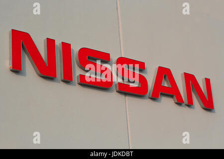Japan car maker manufacturer nissan datsun 300z new car for Nissan motor finance corporation