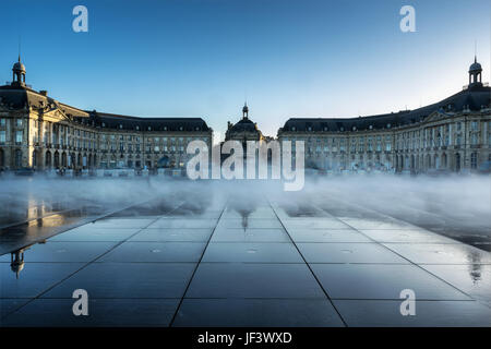 Place de la bourse and the miroir d 39 eau bordeaux france for Mirror pool bordeaux