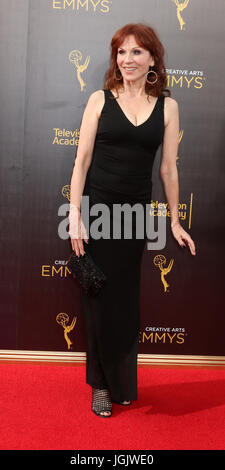 Los Angeles, CA, USA. 11th Sep, 2016. LOS ANGELES - SEP 11: Marilu Henner at the 2016 Primetime Creative Emmy Awards - Stock Photo