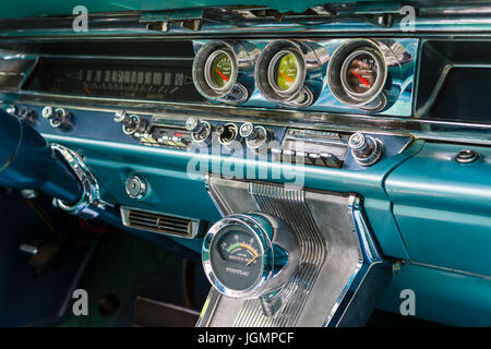 cabin of a full size car pontiac catalina 1967 stock photo 84421201 alamy. Black Bedroom Furniture Sets. Home Design Ideas