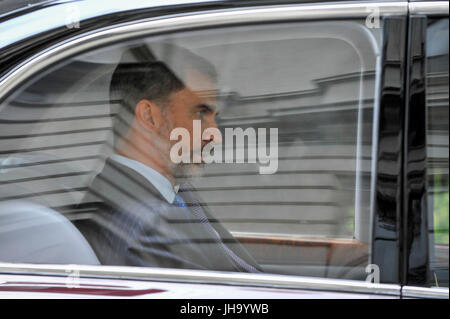 London, UK.  13 July 2017.  King Felipe V1 of Spain, on a State Visit to the UK, departs Downing Street after bilateral - Stock Photo