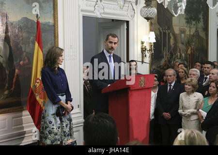 London, UK. 13th July, 2017. Spain's King Felipe VI (R) gives a speech next to Queen Letizia (L) during a meeting - Stock Photo