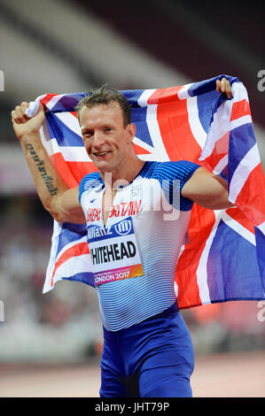 London, UK. 15th July, 2017. Richard Whitehead (GBR) holding a Union Jack flag following his victory in the Men's - Stock Photo