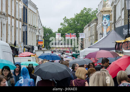London, UK. 15th July, 2017. UK Weather: Grey clouds and passing showers in Portobello Road, London.  Matthew Ashmore/Alamy - Stock Photo