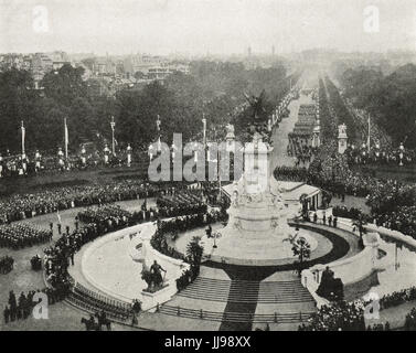 Victory parade seen from Buckingham palace - Stock Photo