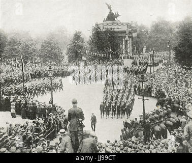 Victory parade, Navy at Hyde park Corner - Stock Photo