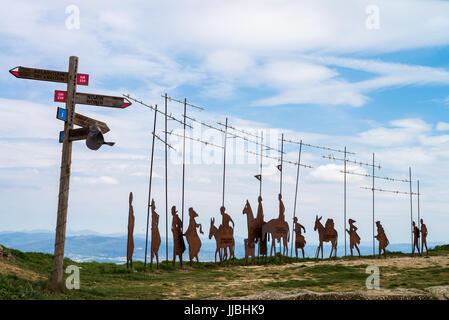 Camino de Santiago from Pamplona to the Puente la Reina, Escultura al Camino de Santiago, Imagen de la Virgen del - Stock Photo
