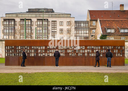 Germany, Berlin, Prenzlauer Berg, Berlin Wall Memorial, photos of people killed by border guards escaping East Berlin - Stock Photo