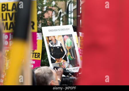 London, UK. 24th July, 2017. Vigil and protest in memory of Rashan Charles outside Stoke Newington Police Station, - Stock Photo