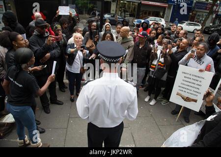 London, UK. 24th July, 2017. Borough Commander Simon Laurence speaks to demonstrator, s outside Stoke Newington - Stock Photo