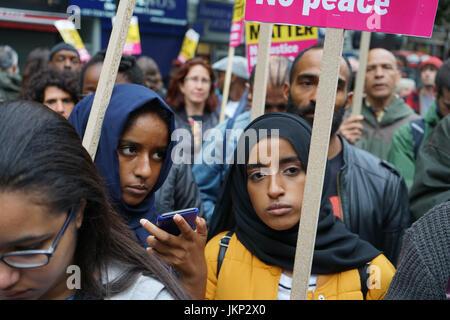 Stoke Newington Police Station. Hackney. London, UK. 24th July, 2017. Campaigners hold a vigil outside Stoke Newington - Stock Photo