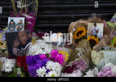 London, UK. 24th July, 2017. Floral tributes for Rashan Charles who died after being chased and arrested by police - Stock Photo