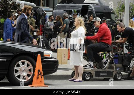 New York City. 25th July, 2017. Liam Hemsworth and Rebel Wilson are seen on the set of 'Isn't It Romantic' on July - Stock Photo