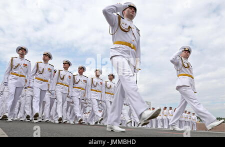 St Petersburg, Russia. 28th July, 2017. Russian servicemen take part in a rehearsal of the upcoming Russian Navy - Stock Photo