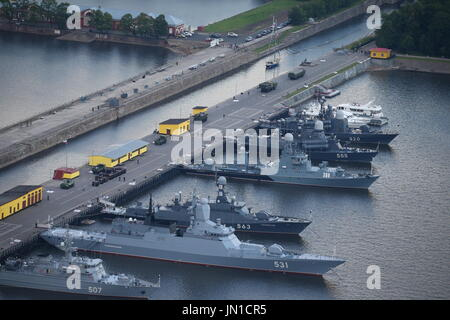 St Petersburg, Russia. 28th July, 2017. Warships moored at the Leningrad Naval Base of the Russian Baltic Fleet - Stock Photo