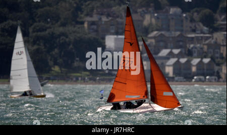 Cowes, UK. 4th Aug, 2017. Lendy Cowes Week Sailing All classes Squib Class yacht Alice Credit: Leo Mason sports - Stock Photo