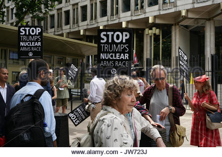 London, UK. 11th Aug, 2017. Protesters gather at London's U.S. Embassy on August 11, 2017 to protest against Trump's - Stock Photo