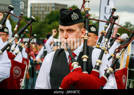 Glasgow, UK. 12th Aug, 2017. It was estimated that more than 10,000 spectators turned out to watch the final day - Stock Photo