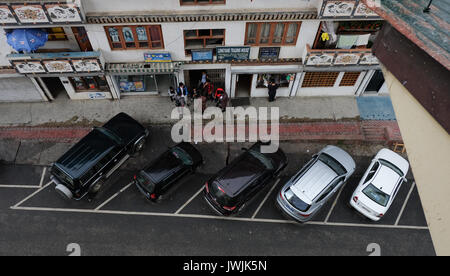 Thimphu, Bhutan - Aug 29, 2015. Cars parking at downtown in Thimphu, Bhutan. In South Asia, Bhutan ranks first in - Stock Photo