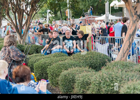 Memphis, Tennessee, USA, 15th August 2017.  Elvis Week. Candlelight Vigil. People pay tribute to Elvis Presley at - Stock Photo