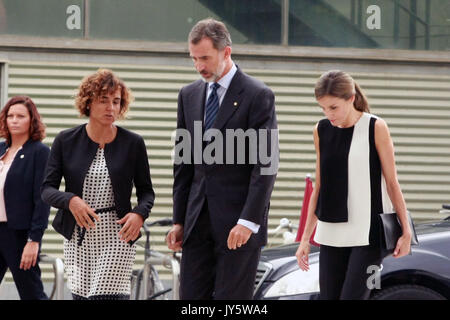 Barcelona, Spain. 19th Aug, 2017. Spanish Kings Felipe VI and Letizia Ortiz visit the staff medical in emergencies - Stock Photo