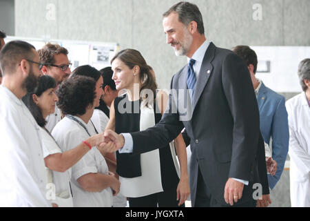 Barcelona, Spain. 19th Aug, 2017. Spanish Kings Felipe VI and Letizia Ortiz visit the staff medical in emergencies - Stock Photo